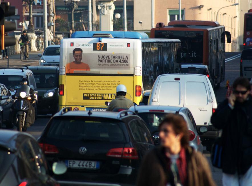 Pubblicità sugli autobus a Pisa, il maxiretro.